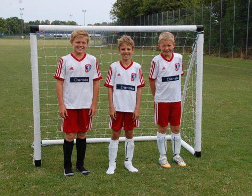 1 stk fodboldmaal lucky pro - Soccerplay.dk Hos Soccerplay.dk kan du købe fodboldmål, fodboldrebounder samt andet udstyr til spil i haven eller i fodboldklubben. Køb udstyr online idag.