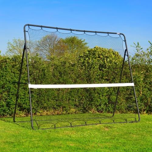 Fodbold KING Rebounder er i en super kraftig kvalitet som gør den velegnet til både privat brug i haven eller i fodboldklubben.