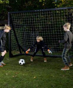 fodbold mål i haven i træ - Soccerplay.dk Hos Soccerplay.dk kan du købe fodboldmål, fodboldrebounder samt andet udstyr til spil i haven eller i fodboldklubben. Køb udstyr online idag.