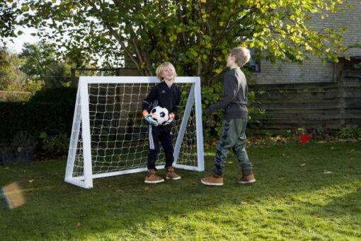 fodboldmål i træ til børn3 - Soccerplay.dk Hos Soccerplay.dk kan du købe fodboldmål, fodboldrebounder samt andet udstyr til spil i haven eller i fodboldklubben. Køb udstyr online idag.