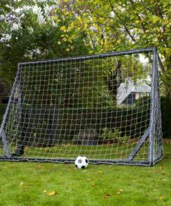 lækkert fodboldmål i træ. - Soccerplay.dk Hos Soccerplay.dk kan du købe fodboldmål, fodboldrebounder samt andet udstyr til spil i haven eller i fodboldklubben. Køb udstyr online idag.