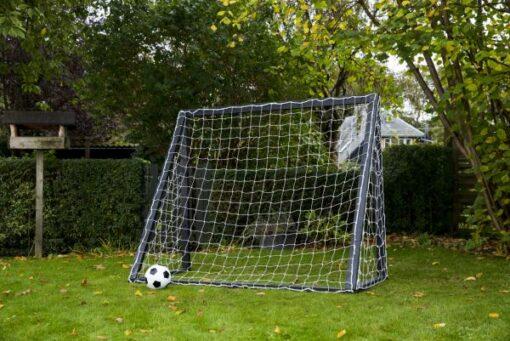 lækkert fodboldmål i træ1 - Soccerplay.dk Hos Soccerplay.dk kan du købe fodboldmål, fodboldrebounder samt andet udstyr til spil i haven eller i fodboldklubben. Køb udstyr online idag.