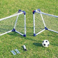 Junior fodboldmål til brug i haven eller på stranden. Fodboldmålene er fremstillet i plastrør. Har du små børn er disse to fodboldmål lige sagen. Det mest solgte mini mål til små børn. Lad kampen begynde.
