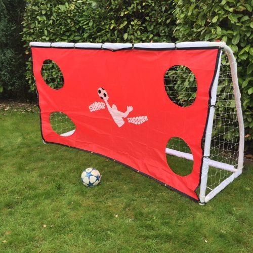 Køb dette fodboldmål med skuddug til udendørs skudtræning med ungerne i haven. Fodboldmålet er stort nok til de voksne spillere. Målet er fremstillet i CE godkendte 50 mm PVC rør.