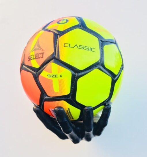fodboldholder hånd