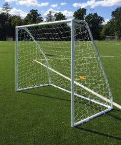 IMG 3037 - Soccerplay.dk Hos Soccerplay.dk kan du købe fodboldmål, fodboldrebounder samt andet udstyr til spil i haven eller i fodboldklubben. Køb udstyr online idag.