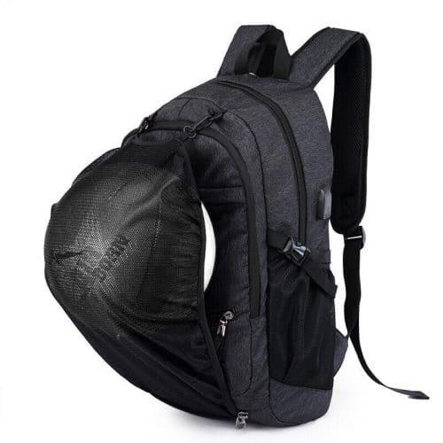 Lækker letvægts fodbold back pack sportsrygsæk med plads til bolden foran på tasken. Stort forrum til sportstøj og andet sports gear. 2 sidelommer til vandflasker.