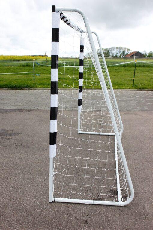fodboldmål2 - Soccerplay.dk Hos Soccerplay.dk kan du købe fodboldmål, fodboldrebounder samt andet udstyr til spil i haven eller i fodboldklubben. Køb udstyr online idag.